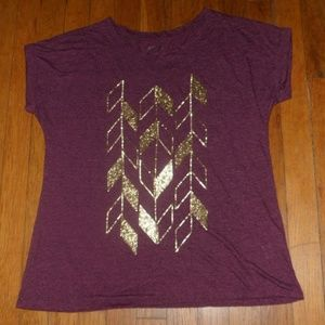 Apt 9 Dark Red Tee with Gold Arrow Design - Large